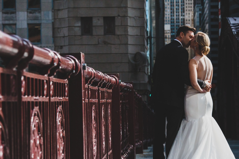lasalle-bridge-wedding-photo