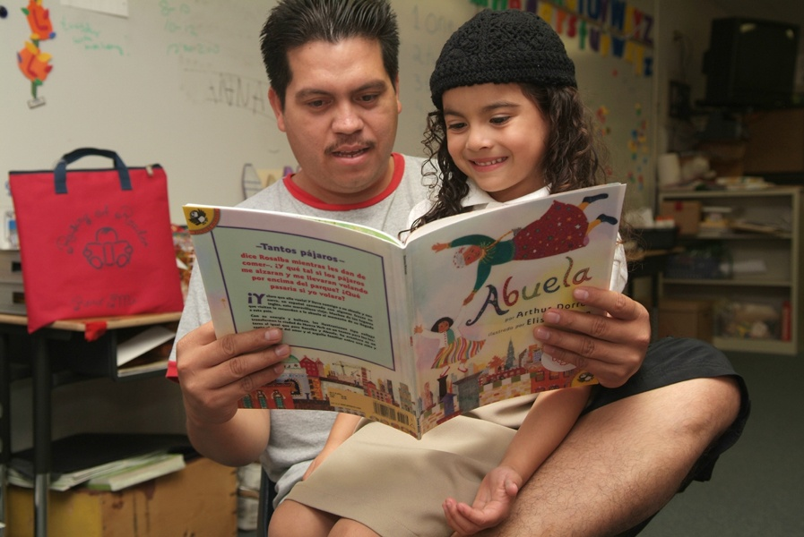 Father_and_daughter_reading_Abuela