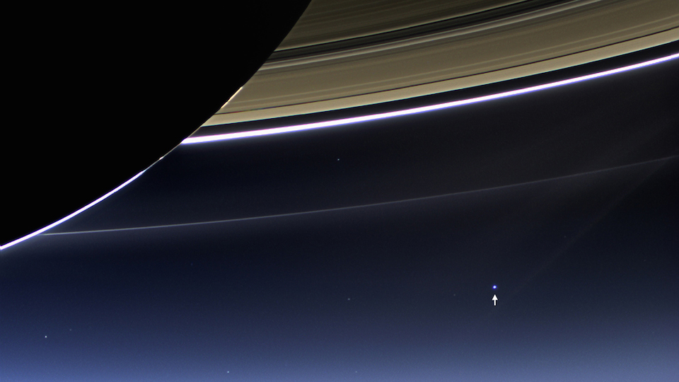 Imagen de la Tierra desde los anillos de Saturno, 21 de julio de 2013, tomada por la sonda Cassini- NASA, Johns Hopkins University Appplied Physics Laboratory, Carnegie Institution of Washington