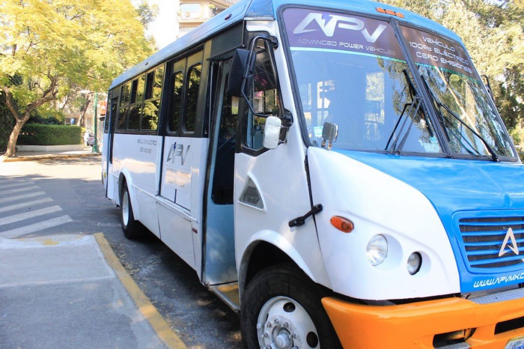 Autobús eléctrico de pasajeros convertido por Advanced Power Vehicles (APV)