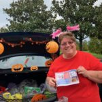 2019-TT_Karen posting at trunk decorations