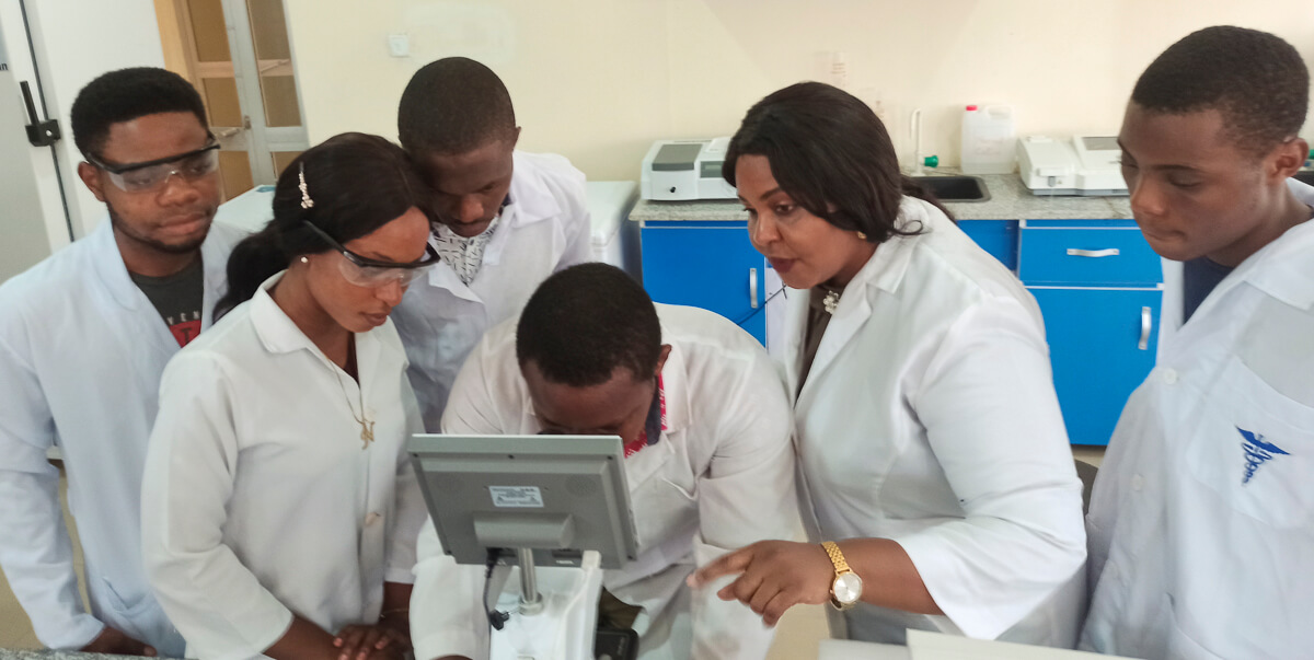 Typical science teaching session in CERHI Laboratory