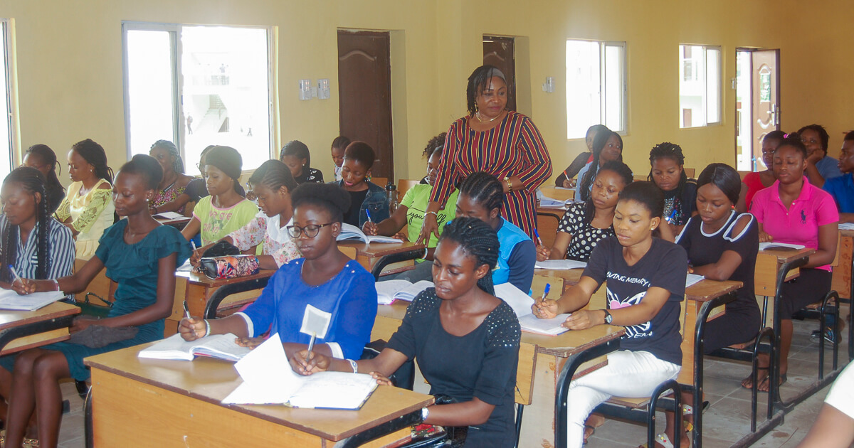 Prof Agbebi with 3rd year undergraduate students