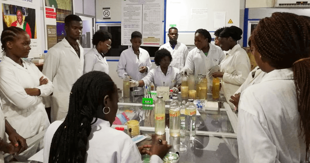 UAC students in the lab