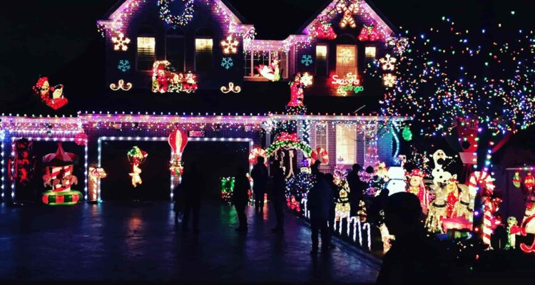 4 Ways To Have The Best Christmas Lights In Your Neighborhood