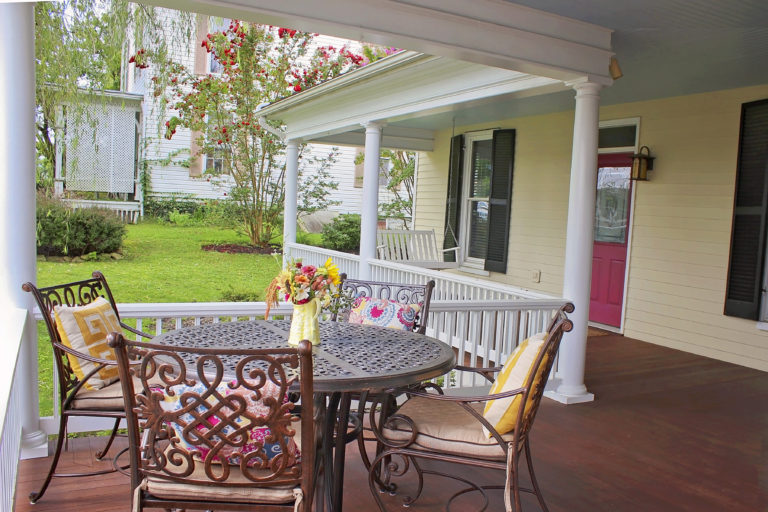 PORCH TABLE & CHAIRS