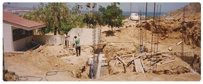 Colegio El Camino being built in 1983