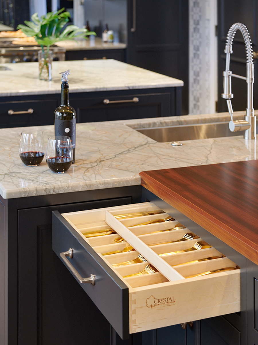 Elegant Black Transitional Kitchen Design