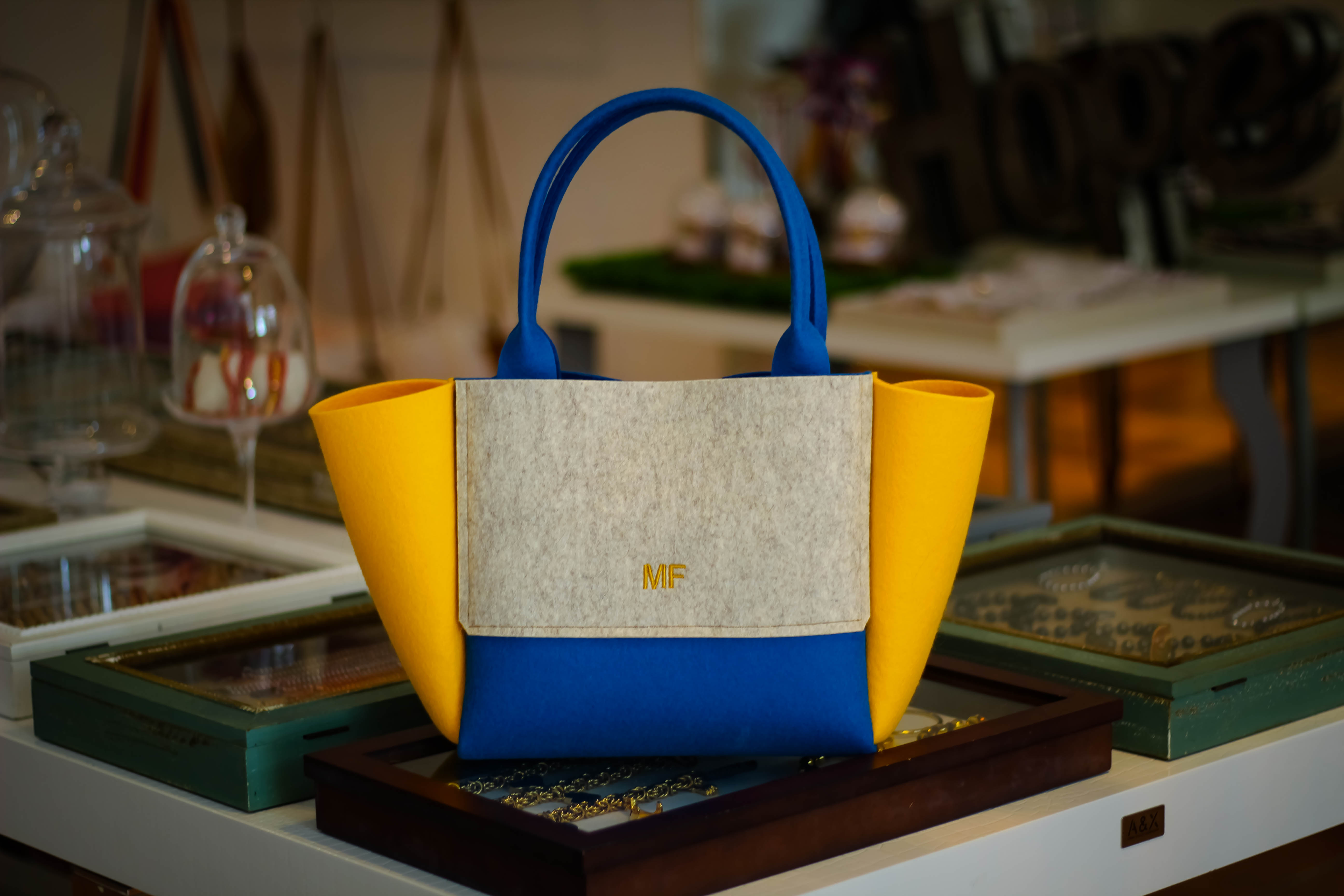Artak is your new IT BAG: design it, monogram it and make it your own!