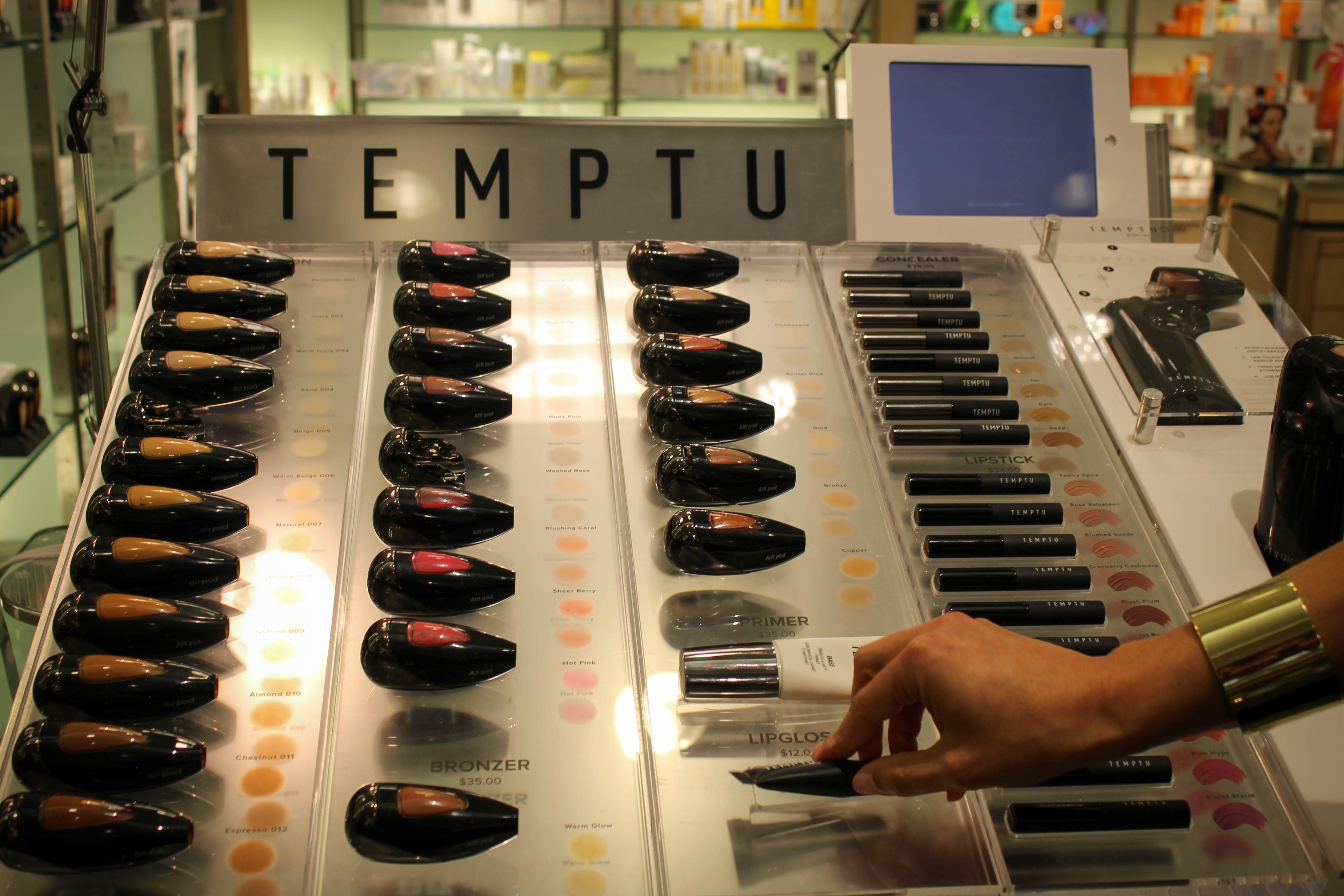 Use airbrush makeup like celebrities: Temptu Air