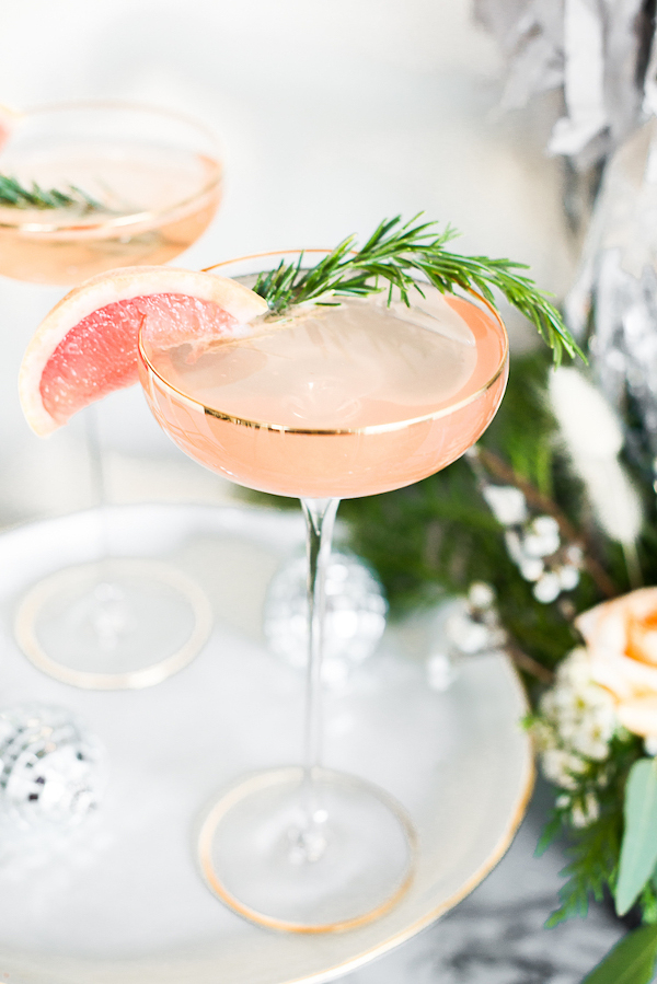 Grapefruit Rosemary Sparkler Cocktail, cocktail with grapefruit juice and champagne