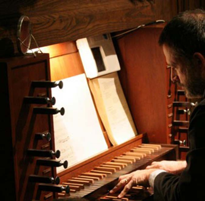 dick-damon-playing-organ-grace-episcopal