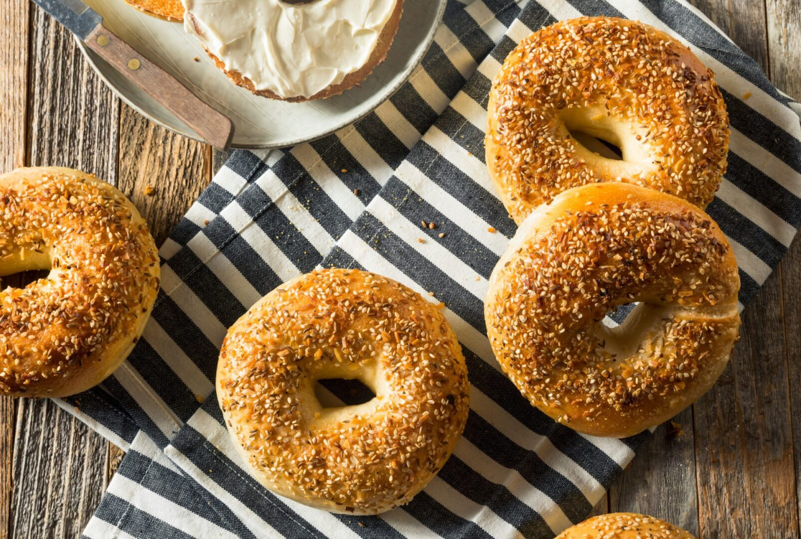 Round,Warm,Everything,Bagels,Ready,To,Eat
