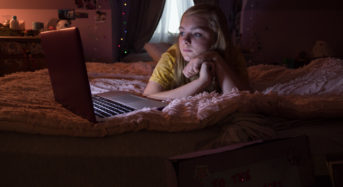"""Feeling Excluded in """"Eighth Grade"""" Really Hits You in the Gut in Bo Burnham's Wonderful New Film"""