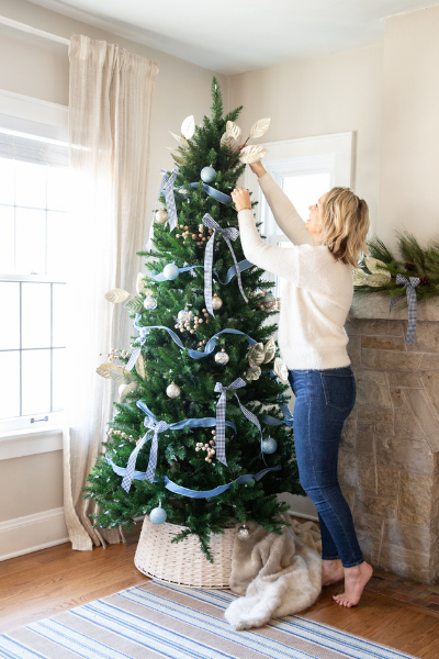 How to Decorate a Chic Christmas Tree