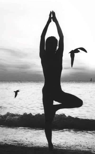 'yoga-lessons-on-beach'