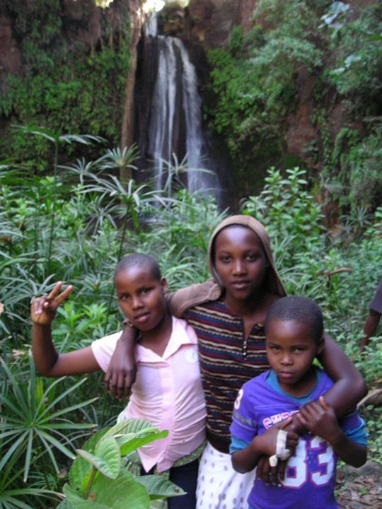 Vero, Tedy & Benja down by the waterfall