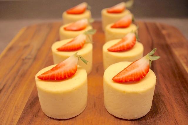 White Chocolate Mini Cheesecakes | urbnspice.com