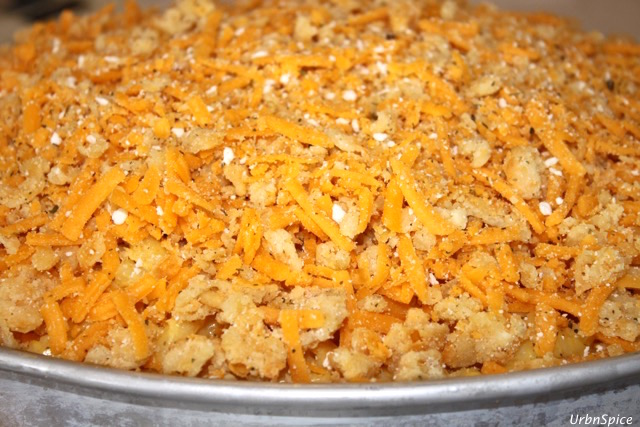 Mac and Cheese topped with fresh bread crumb topping | urbnspice.com