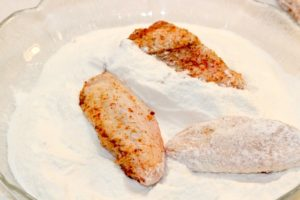 Coating chicken wings with rice flour | urbnspice.com