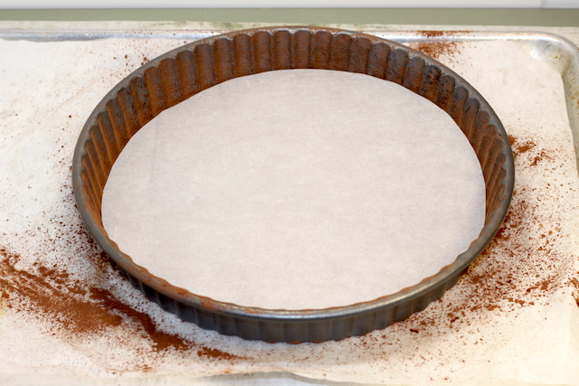 Preparing the tart pan with a parchment circle | urbnspice.com
