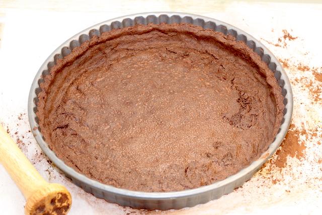 Pre-baking chocolate crust | urbnspice.com