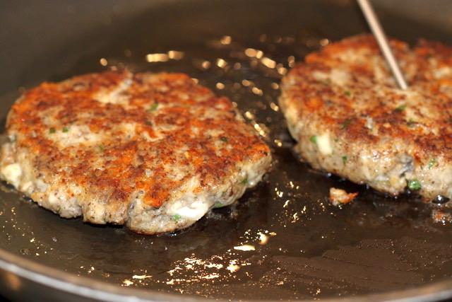 Turkey Mushroom Jarlsberg Burgers   urbnspice.com
