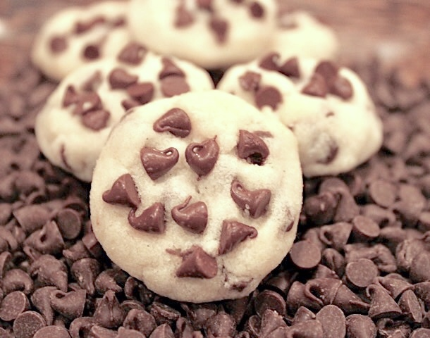 A closeup of a Picca-Bot:  A chocolate Chip Shortbread cookie | urbnspice.com