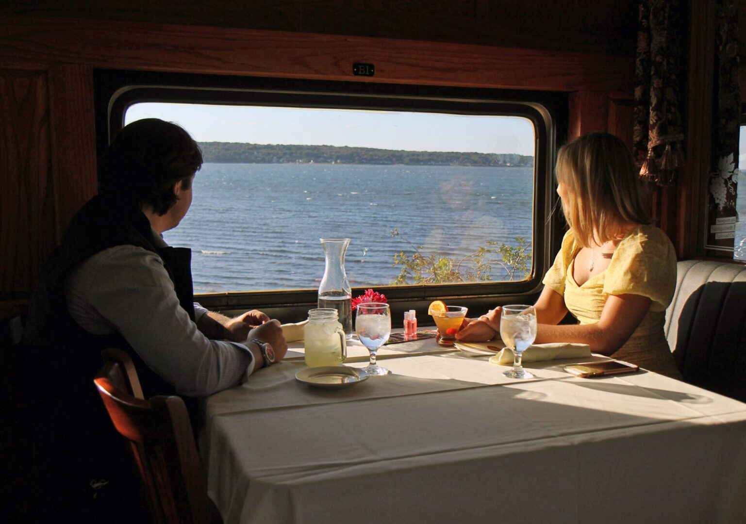 diners enjoying the relaxing view at the Grand Bellevue train