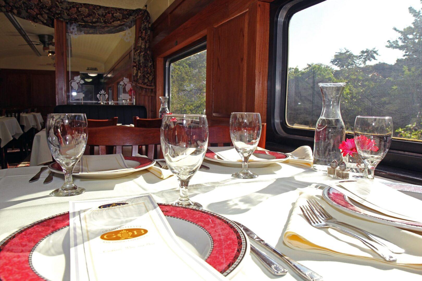 Dining Car Interior2-min