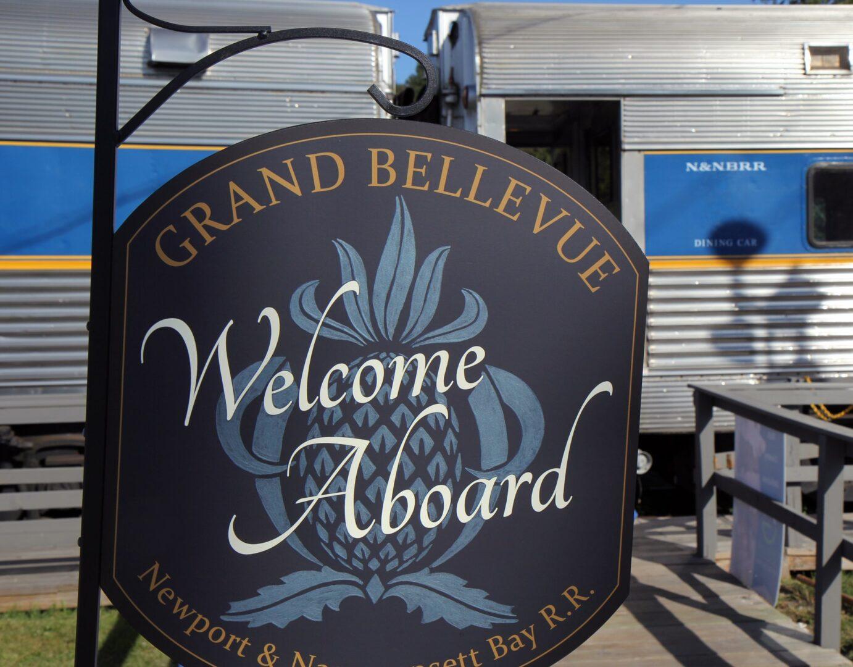 Grand Bellevue welcome sign