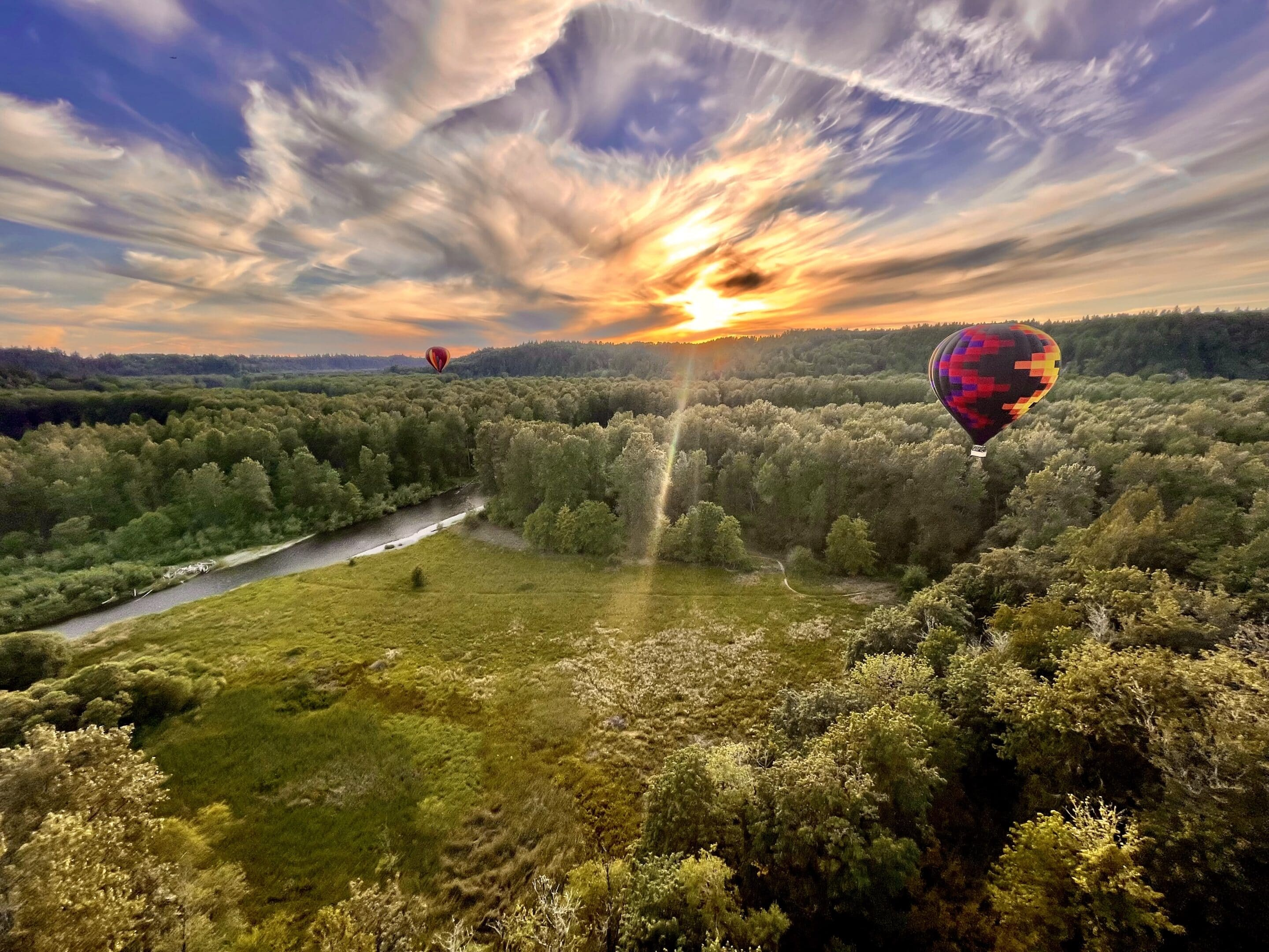 Hot air balloons on the Green River