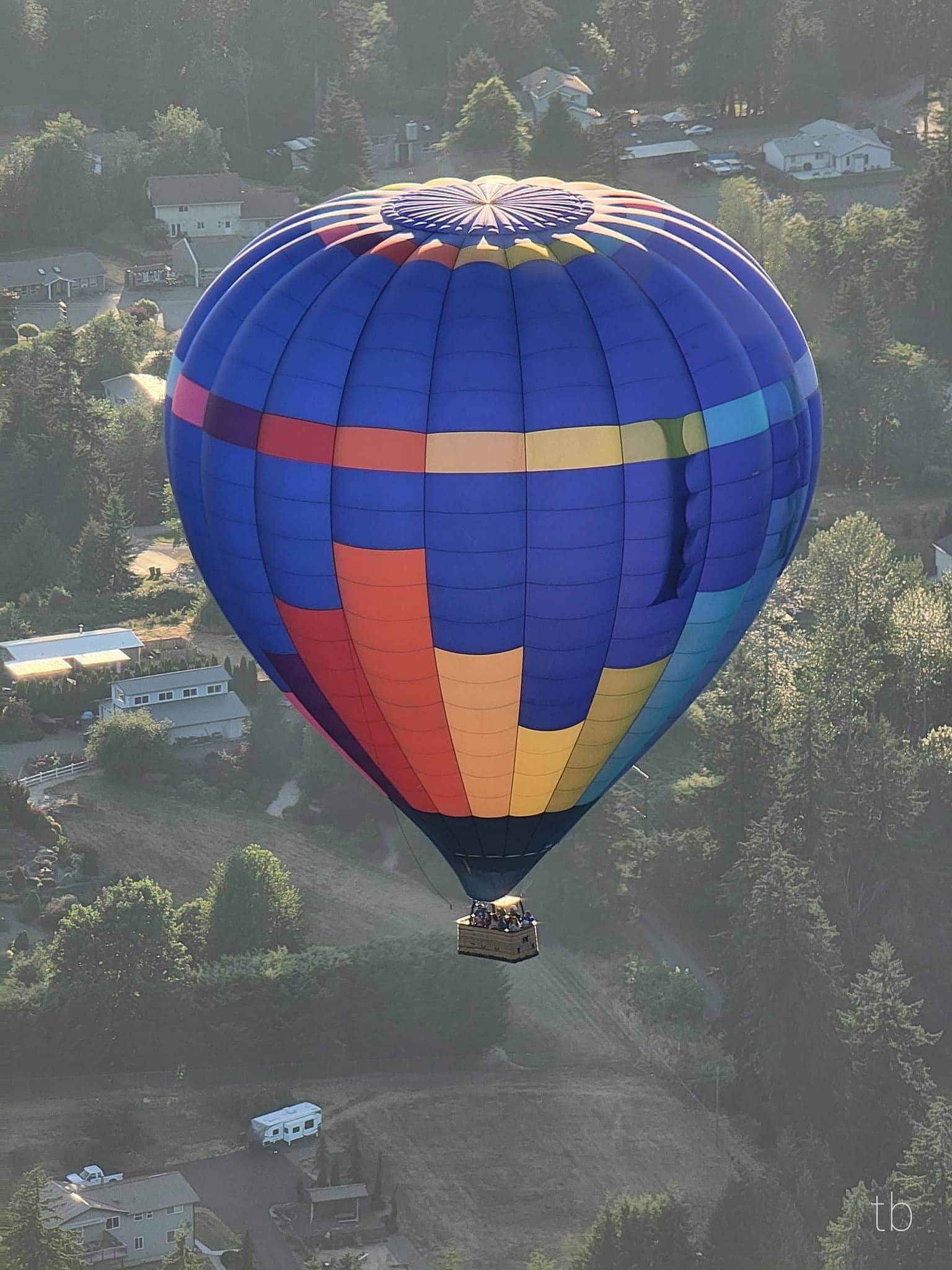 UFO and hot air balloon