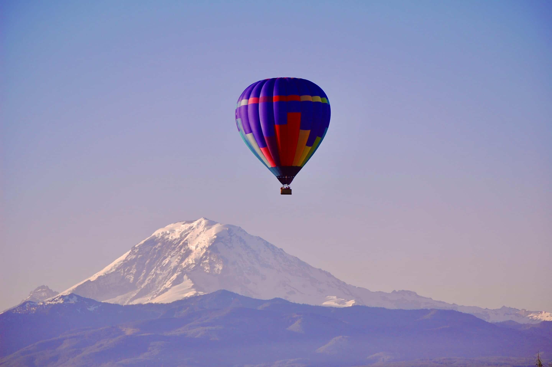 Hot air balloon Mt. Rainier