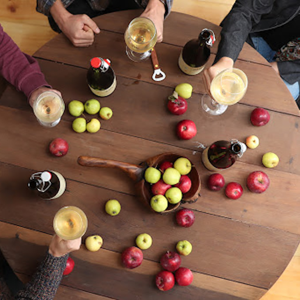 Award winning wineries and cider presses, along with artisan craft breweries, stud the landscape. The Clarington Apple Festival celebrates the best of the harvest, and the area's many fall fairs showcase local flavour and ingenuity.