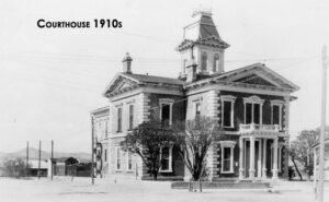 A courthouse in the 1910's