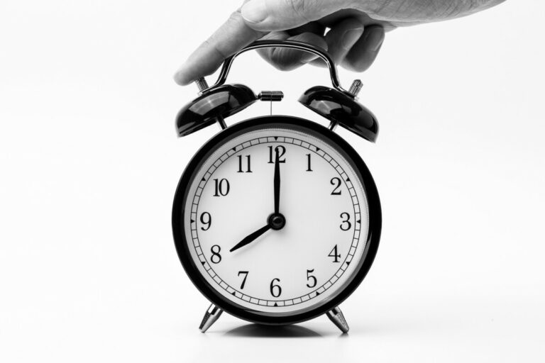 8-o-clock-alarm-clock