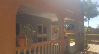 Belle Villa près de 2 Voies Goudronnées