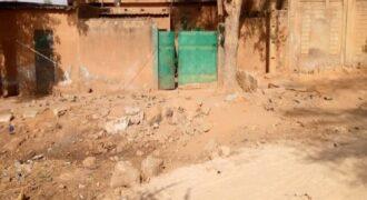 Maison à côté de l'école Adra