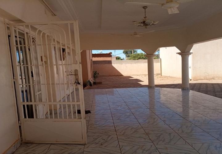 Villa 4 Chambres Pavée et Climatisée