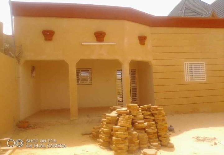 Maison Neuve devant Gendarmerie Koira Tegui