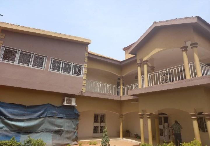 Villa collée à la Maison du Colonel Mahamadou Abou Tarka