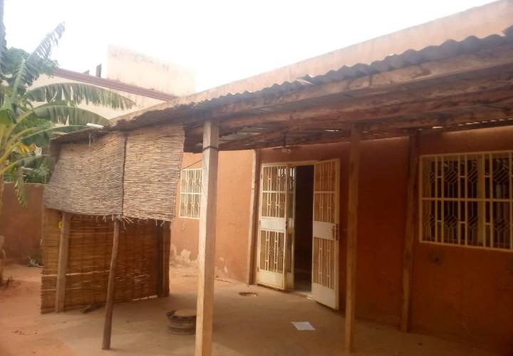 Maison 2 Chambre vers la Pharmacie Koubia