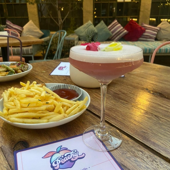 image of cocktail and chips in a restaurant