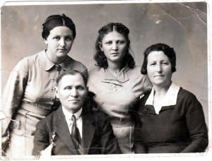 Melech, Elkeh, Dora, Fanya, 1941