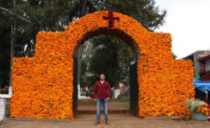 Manuel Gibran en el panteon de tzintzuntzan