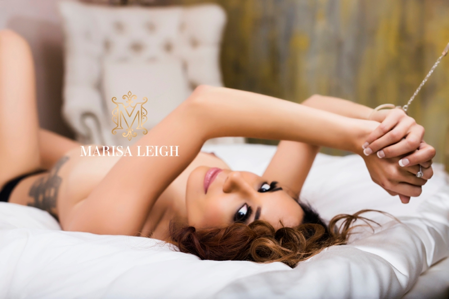 Boudoir Photography Tips : Risqué or Simple—How to guide your clients in the right direction