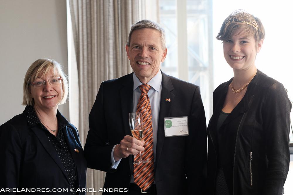 Ulrike Lenhart of WoG, consulate general Walter Stechel, and 2016 Wine Queen Josefine Schlumberger. Fujifilm X-Pro2, XF56mm f/1.2