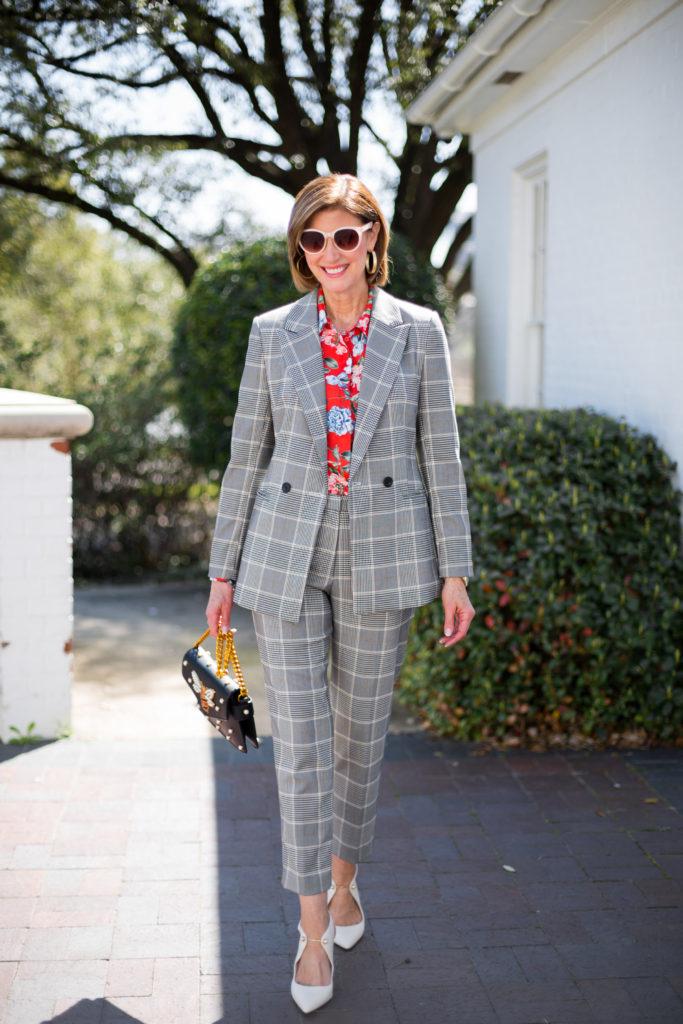 #pantsuits #springtrends #over50blogger #fashionomics