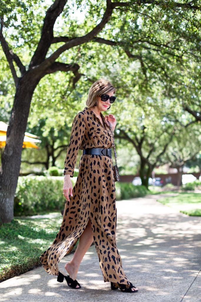 Black mules are the perfect shoe on Dallas blogger